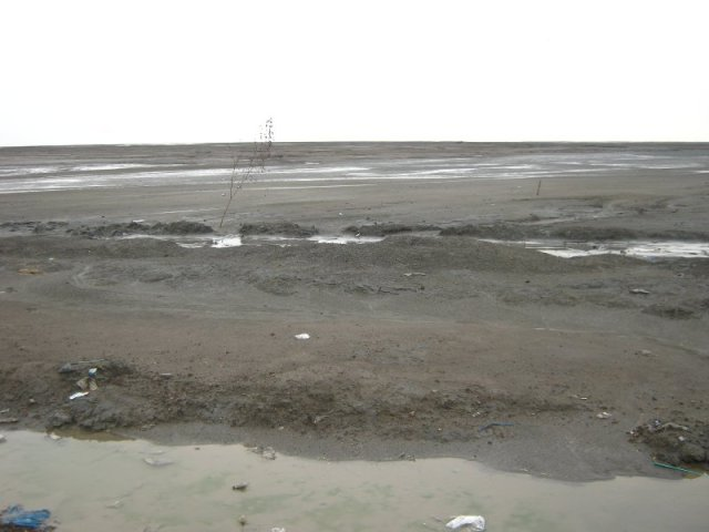 Lokasi di atas tanggul lumpur Lapindo